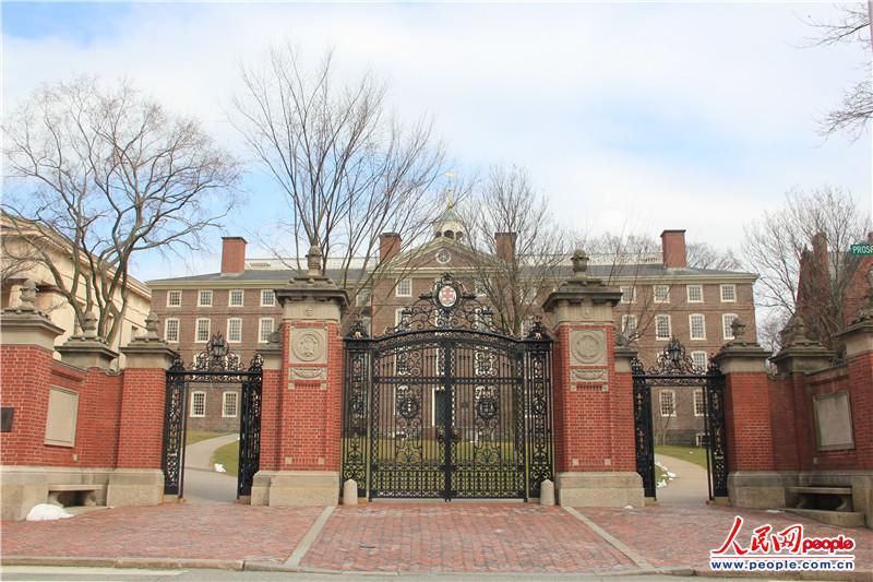 布朗大学(brown university)建于1764年,位于美国罗德岛州普罗维登