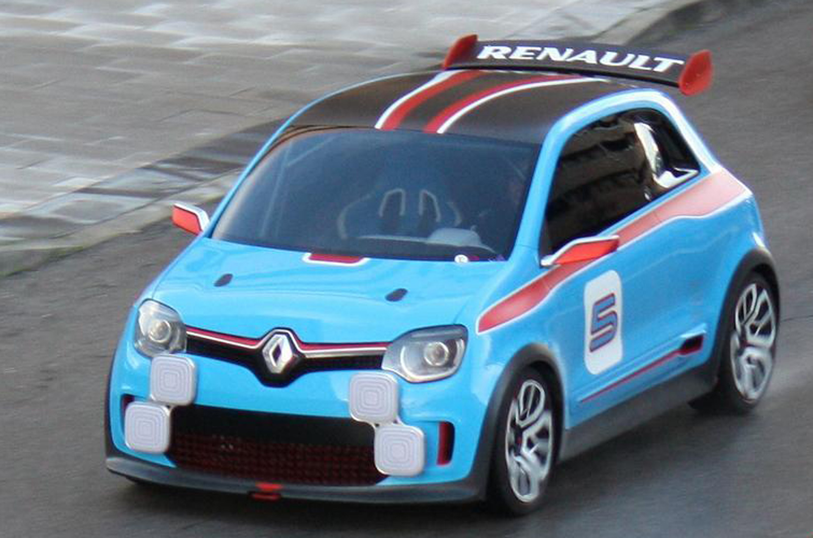 ...汽车杂志AUTOCAR3月28日报道,最近一新款微型雷诺概念车现...