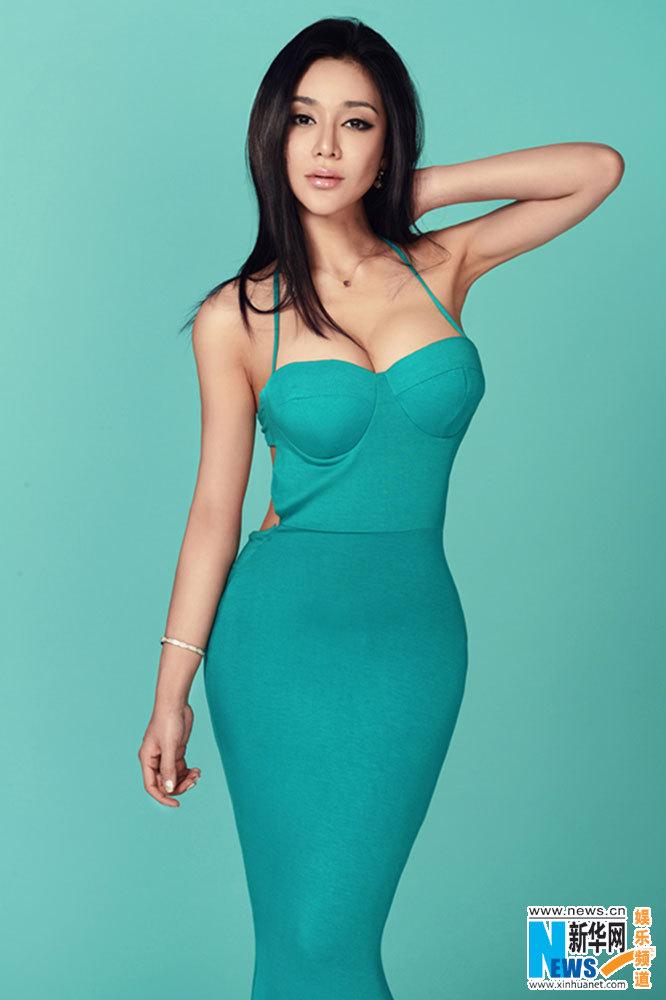 图:樊锦霖最新曝光引领a蓝色动人写真蓝色美女风的达芬奇性感图片