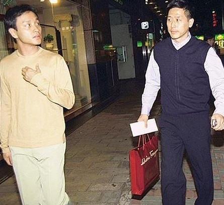 1998年后,张国荣和唐鹤德已经开始出双入对.
