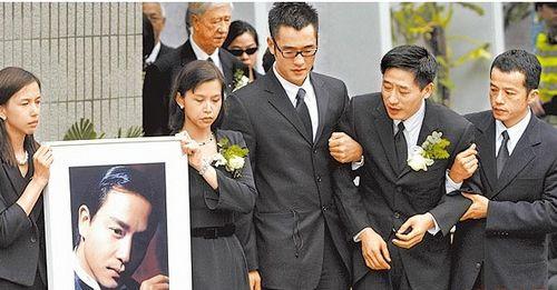 张国荣去世时众人送别 图片来源:台湾《苹果日报》