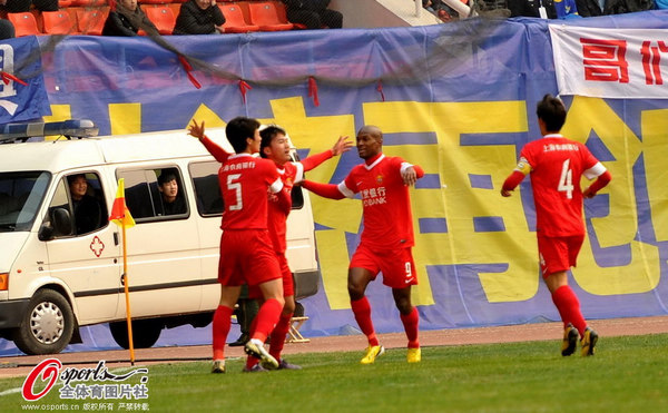 东亚庆祝庆进球