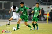 中超图:天津泰达VS杭州绿城 双方球员激烈拼抢