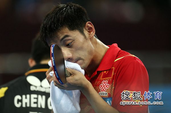 图文:中国男团夺世界杯冠军 张继科赛场瞬间