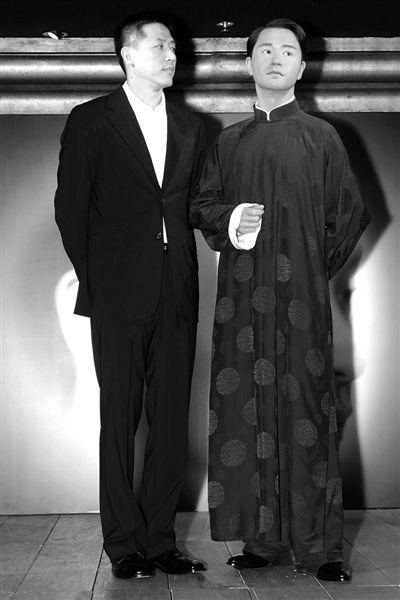 唐鹤德为香港杜莎夫人蜡像馆中的张国荣蜡像揭幕。
