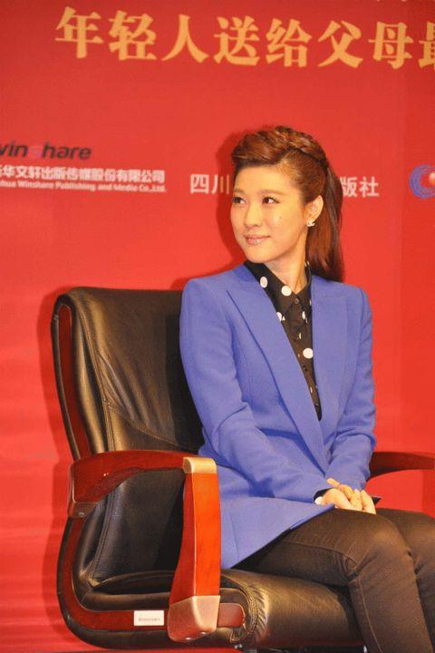 搜狐娱乐讯 近日,养生类收视冠军栏目《养生堂》主持人悦悦携手图片