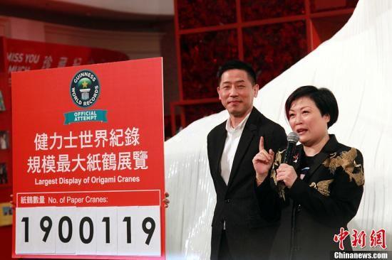 3月30日,一代巨星张国荣生前密友唐鹤德、经纪人陈淑芬主持张国荣纪念展开幕仪式。