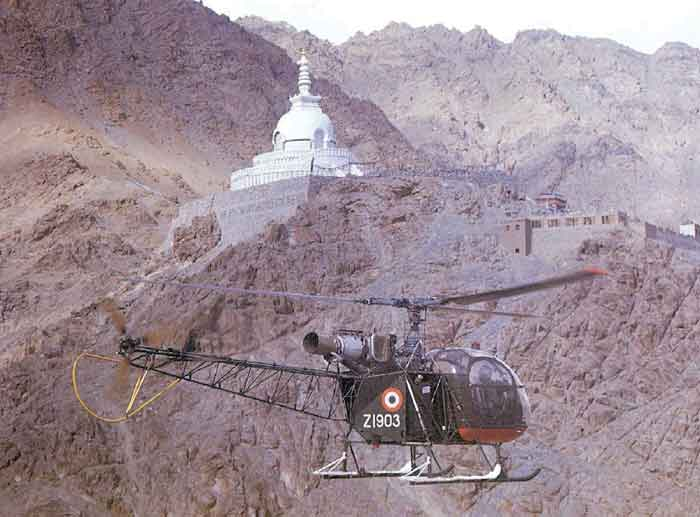 """现有的老式""""猎豹""""与""""印度豹""""直升机机群将图片"""