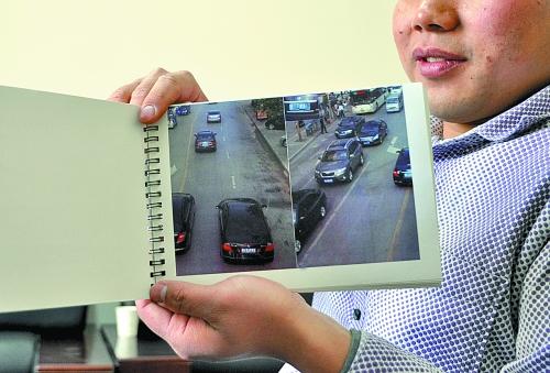 """刘先生向记者展示制作的""""违章警示册"""""""