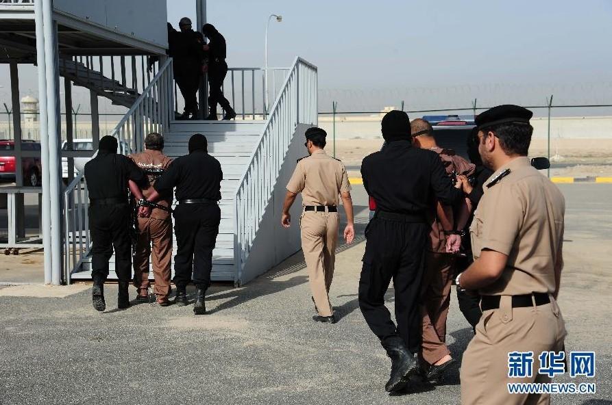 科威特城 现场/当地时间2013年4月1日,三名谋杀犯在科威特首都科威特城被绞刑...