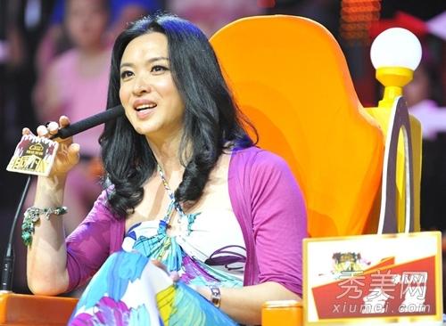 作为台湾王牌综艺节目《康熙来了》的当家女主持人,小s独具一格