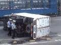 视频:制动不良货车 侧翻压人致惨烈事故