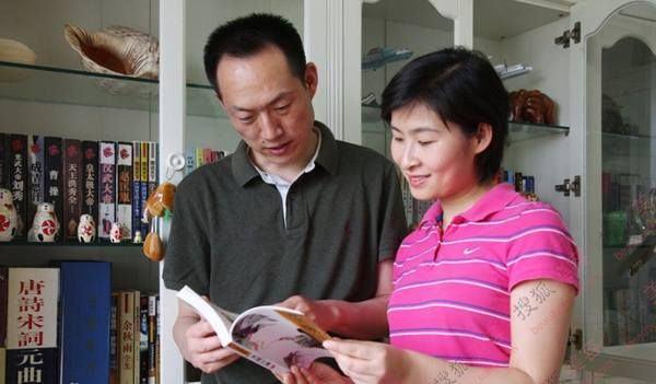 乘坐飞船:神舟九号   女航天员之首:中国首位女航天员   气质指数:   2012年3月,刘洋入选神舟九号任务飞行乘组。神舟九号顺利升空,刘洋成为第一位飞天的中国女航天员。   因为她是中国首位女航天员,所以被大家誉为真实版的嫦娥。刘洋本人虽不像神话中的嫦娥那样貌美,但是她也算气质出众的美女,身材娇小但不弱小,眉清目秀的,是中国人眼里标准的美女。