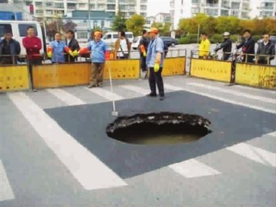 洞内有大量积水,已看不到路基