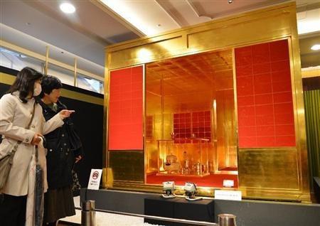 日本银座黄金世博会上展出的 黄金茶室