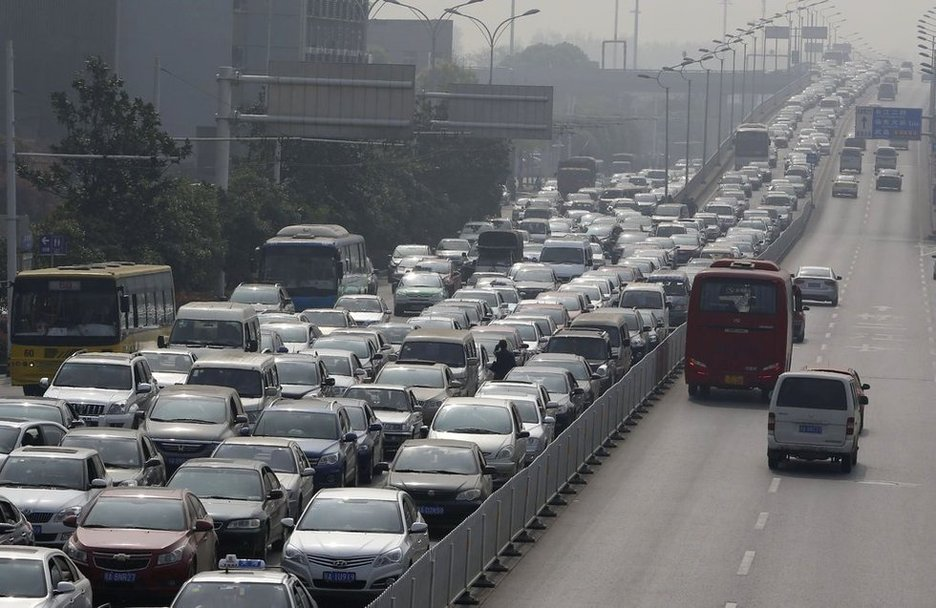 北京堵车高峰_清明小长假各地高速车流量增大 再现堵车奇观(组图)