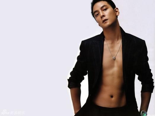 高以翔,吴克群,吴建豪,吴尊等男星大方展示性感腹肌,显露健硕好身材