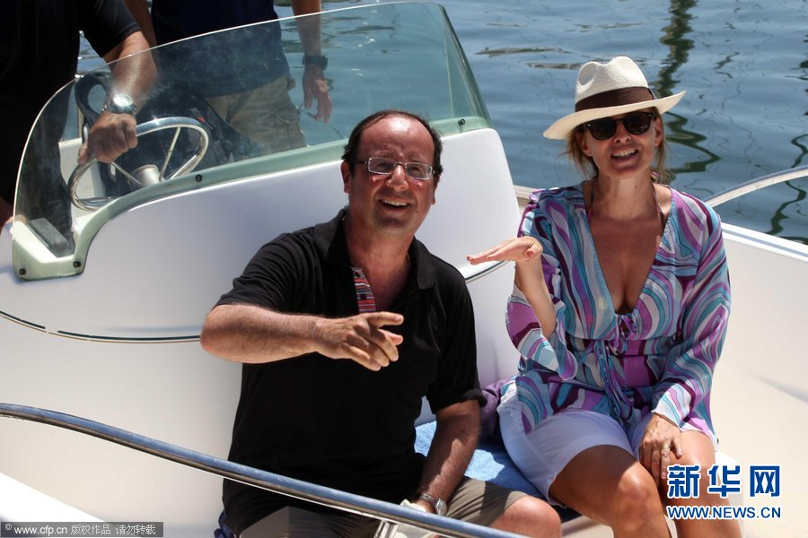 图片偷拍亚_德国总理默克尔和丈夫前往意大利伊斯基亚岛度假,却被偷拍下泳装照.