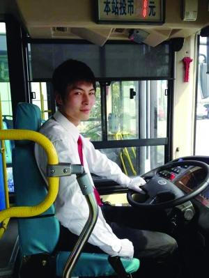 杭州最帅公交车司机_杭州最帅公交车司机朱炜炜新蓝网视频