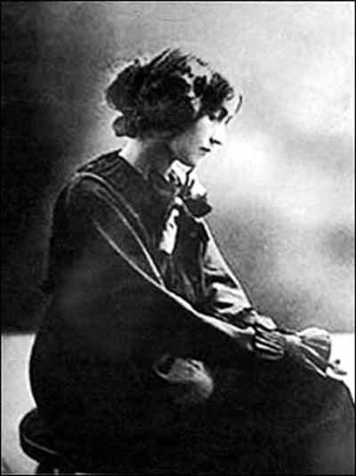 美女 女间谍/迷倒爱因斯坦的女间谍科涅库娃