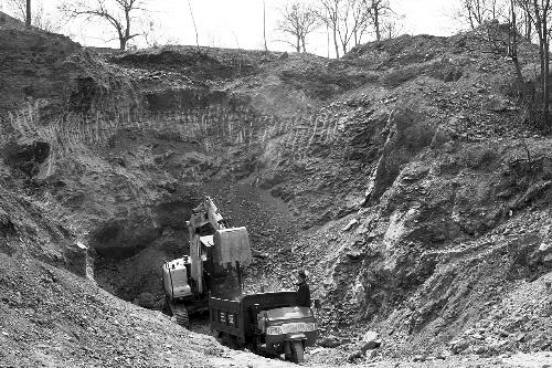 铝土矿石采挖现场