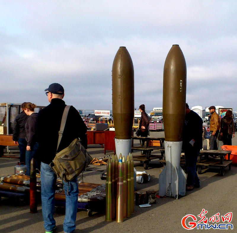 美国旧货跳蚤市场有炮弹出售(组图)
