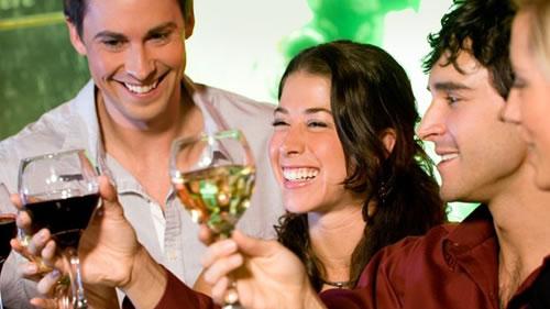 和老外聊天_【庆玲酒业】10句话与老外轻松聊葡萄酒