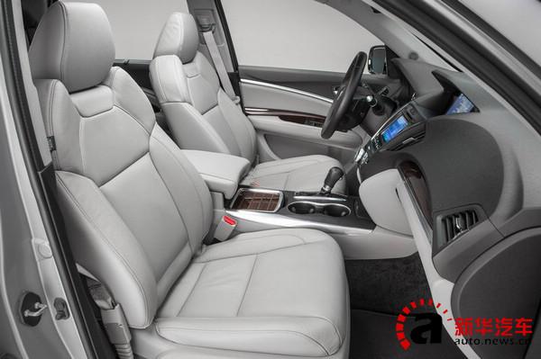 最后,MDX还未驾乘者提供了宽大舒适的座椅,就连第三排座椅也比较厚实,不似一般的7做SUV那么寒酸。