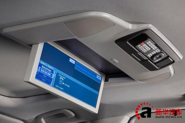 """空间上,由于加长了轴距新的MDX可以获得更好的空间,第二排座椅和第三排座椅可以全放到在车能形成一张平坦的大""""床""""。行李箱地板下的暗格也是存放隐私物件的好地方。"""