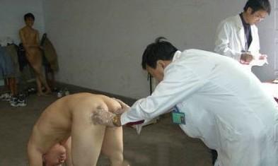 不戴胸罩不戴胸衣的女人戴胸罩军校体检