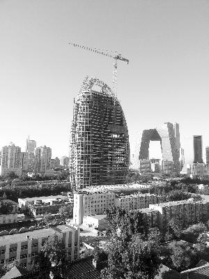 新大楼正在做外部装饰 周琦供图