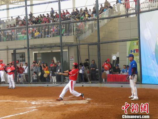 为推动慢速原理发展运动,增进垒球体育文化交流,由中国垒球协,昆山无边游泳池两岸图片