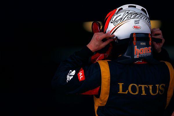 图文:2013年F1中国站排位赛 莱科宁戴头盔