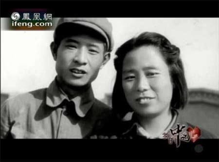 年轻时的胡耀邦和夫人李昭(资料图)