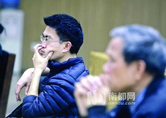 昨日,小谷围科学讲坛,读者认真聆听禽流感科普知识。