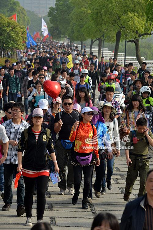 万余市民徒步百里 只为山区孩子的午餐