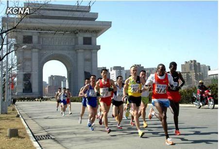 朝鲜14日在平壤举行国际马拉松比赛。