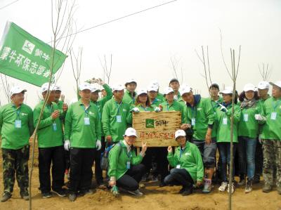 蒙牛环保志愿者参与生态保护项目(图)