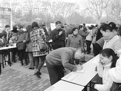 楚天金报讯 越来越多的中老年人出现在招聘市场上