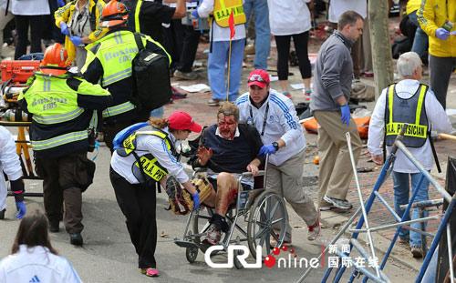 美波士顿马拉松赛发生爆炸致百人死伤(图片来源:Boston Globe/Getty Images/CFP )