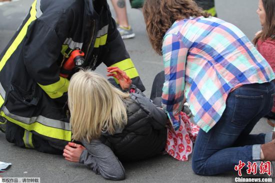 当地时间4月15日,美国波士顿马拉松比赛终点线附近发生至少两起爆炸,图为爆炸现场。