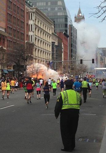 4月15日,波士顿马拉松比赛终点线附近发生爆炸。图片来源:美国媒体