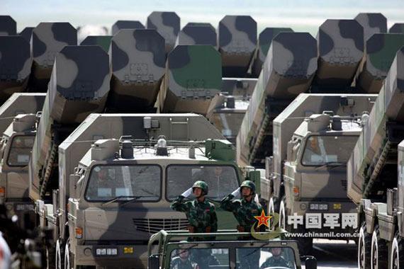 东风21型中程战略导弹发射车机动作战图片来源:中国军网