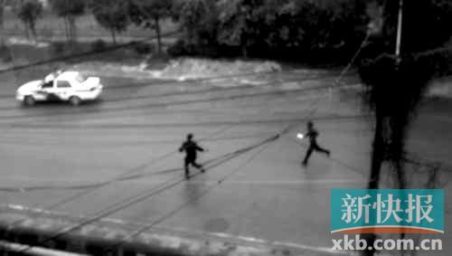 嫌疑人对民警穷追不舍,民警开了一枪但未击中。