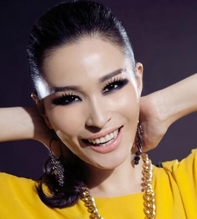 曹芙嘉演唱洛阳牡丹节主题曲 由花来赞美人物