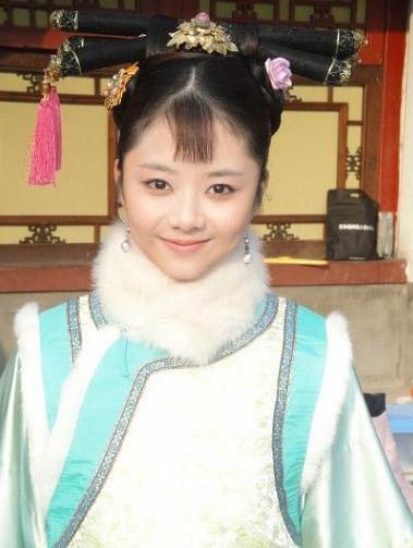 姓名:谭松韵。 生日:1990年5月31日。 毕业院校:北京电影学院。个人看法:又是一个卖萌的生物。