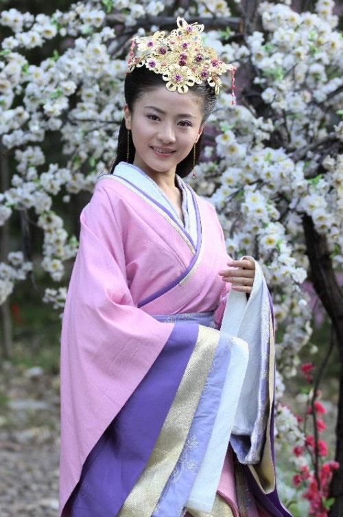 姓名:贡米。生日:1990年9月4日。毕业学院:北京电影学院表演系高职2007级。