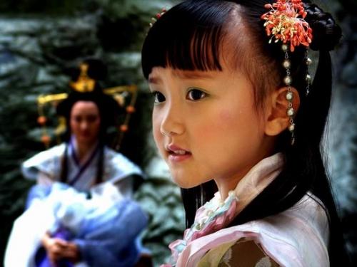 姓名:姜祉羽。生日:1997年2月8日。个人看法:活波可爱,期待以后有更多作品。