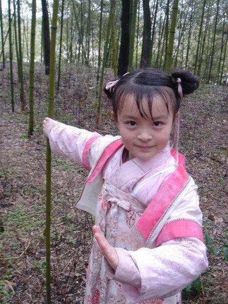 姓名:赵梓存。生日:1998年9月28日。在读学校:辽宁省抚顺市实验中学初二。古装代表作:《夜光神杯》。