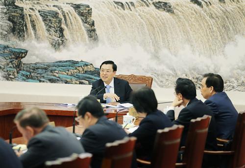 4月15日,全国人大常委会委员长张德江在北京人民大会堂主持召开十二届全国人大常委会第二次委员长会议。新华社记者姚大伟摄